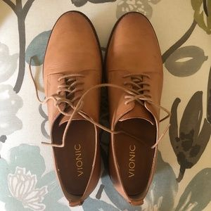 Vionic Weslyn leather oxfords flats 8.5